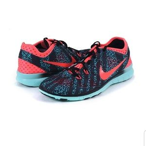 Size 6 women's Nike Free in excellent used cond.